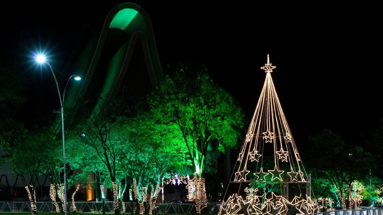 Natal de Águas e Luzes de Foz terá show de Padre Reginaldo Manzotti e autos natalinos em toda cidade