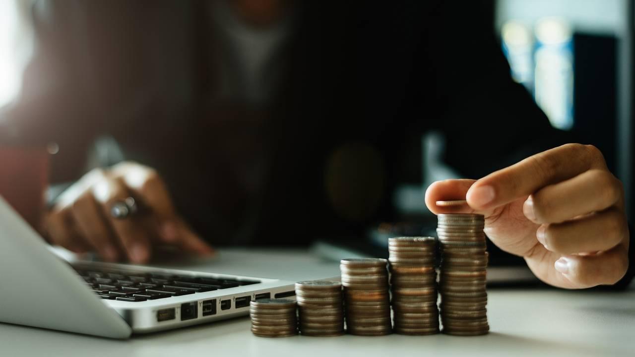 Banco Central eleva a Selic: como ficam os investimentos? por Lenise Nunes