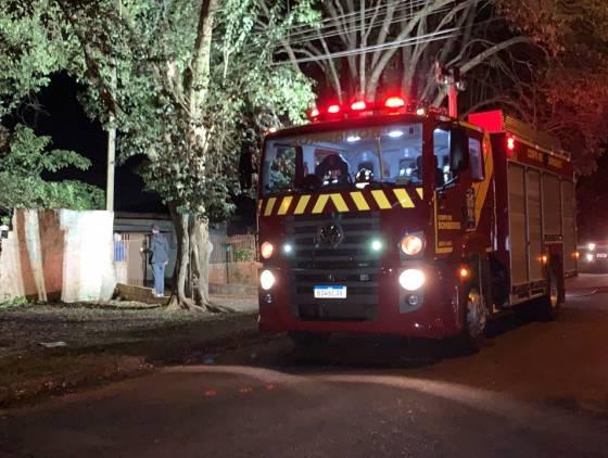 Incêndio atinge residência de madeira no Bairro São Cristóvão