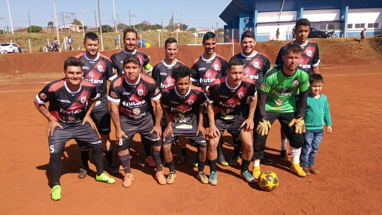 Amigos do Vagalume goleia Auto Posto Vip pela 1ª Copa Net Car de Terrão