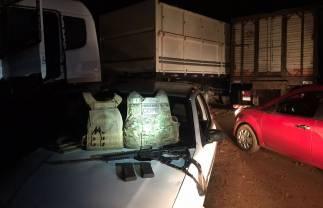 Policia Federal apreendem dois caminhões de cigarros com escolta armada