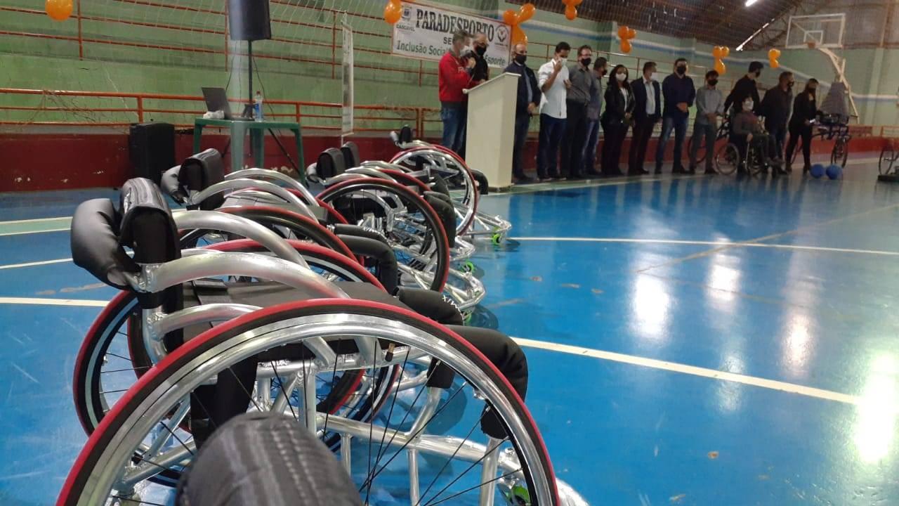 Paradesporto de Cascavel recebe dez novas cadeiras de rodas com recurso do Paraná Esporte